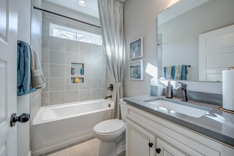 104-bushney-loop-mooresville-print-009-13-bathroom-2248x1500-300dpi_32914681354_o.jpg