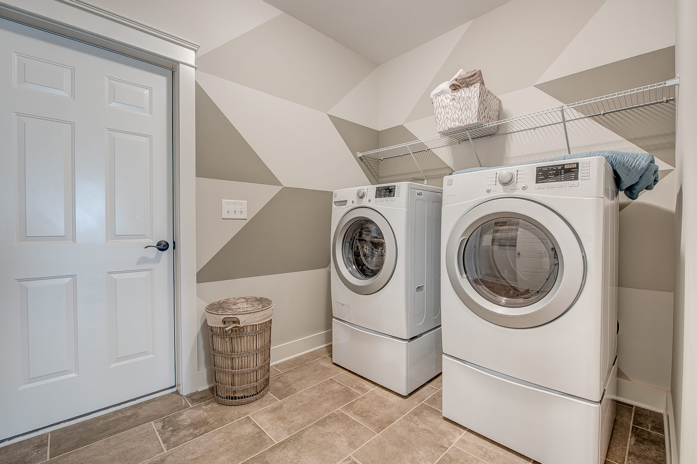 104-bushney-loop-mooresville-print-031-25-laundry-room-2252x1500-300dpi_33628714351_o.jpg
