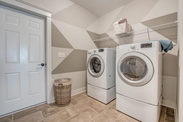 104-bushney-loop-mooresville-print-031-25-laundry-room-2252x1500-300dpi_33628714351_o.jpg