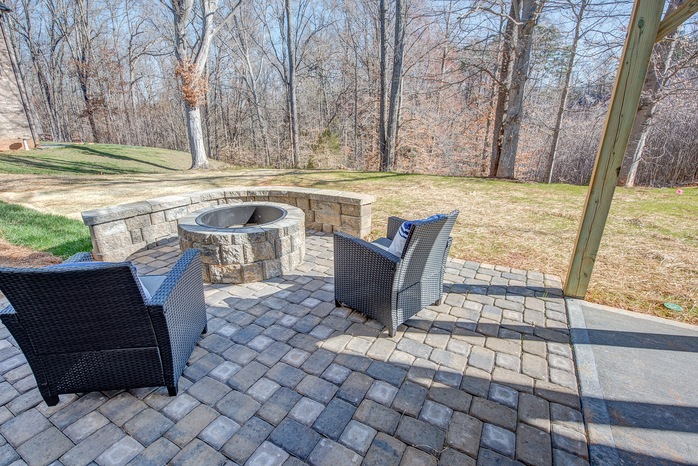 104-bushney-loop-mooresville-print-039-39-patio-firepit-2247x1500-300dpi_33628707221_o.jpg