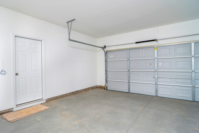 garage_48716568336_o.jpg