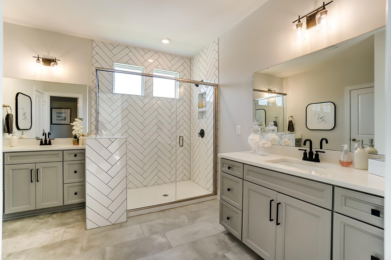 Windsor Owner's Bath