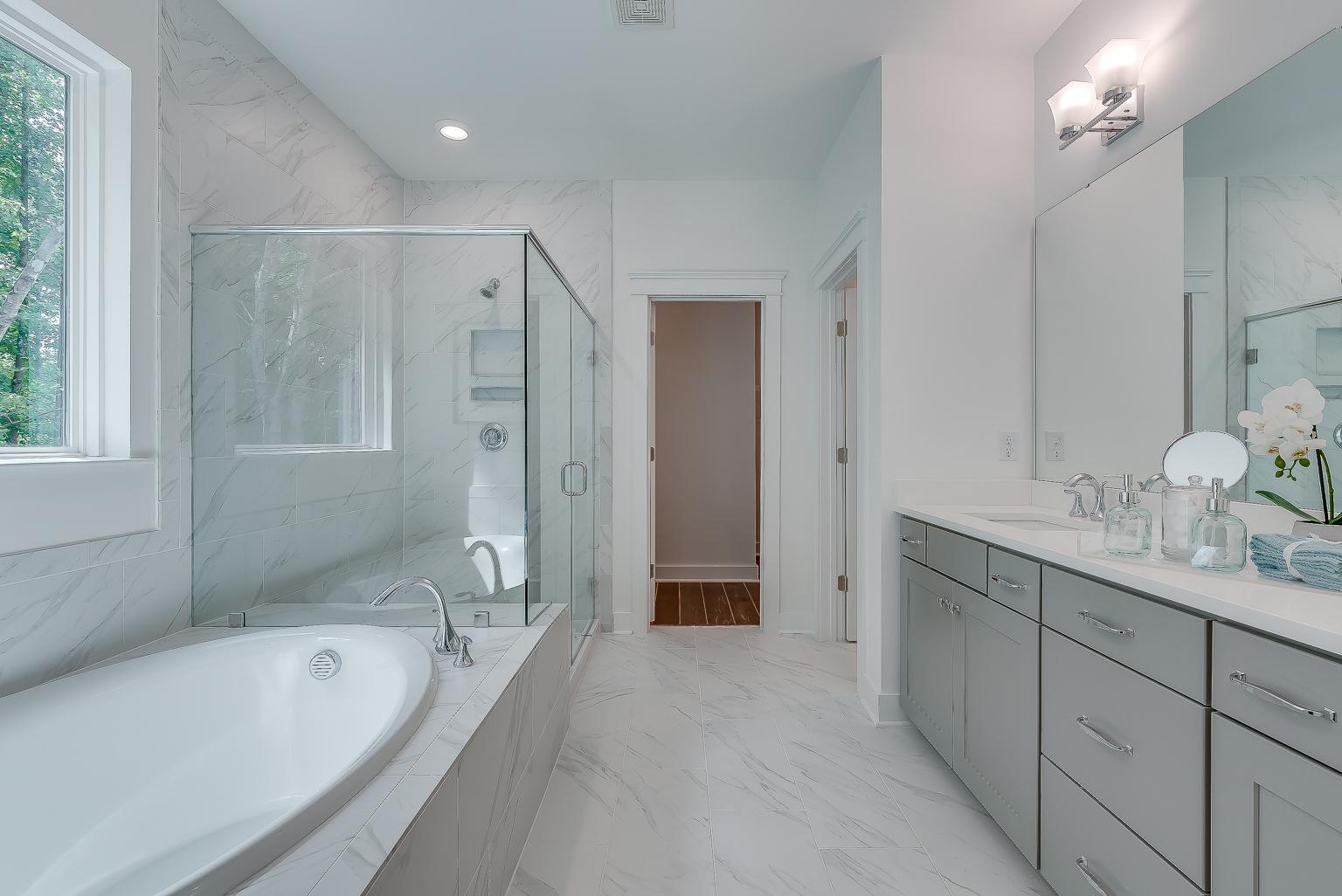 Vanderhorst Owner's Bath