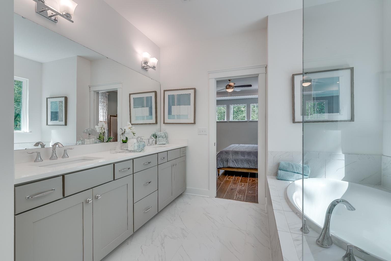 Vanderhorst Owner's Bathroom